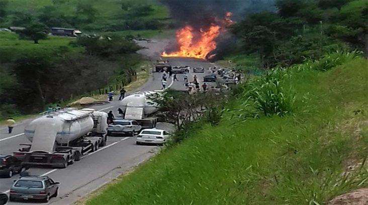 Resultado de imagem para Uma pessoa morre em acidente com explosão de carreta na BR-381, em Nova Era